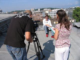 Fotografia da equipa do Consigo a entrevistar Jean Bernard Mottet, do Departamento de Cultura da Ville de Genève