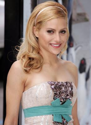 Em 20 de dezembro, a atriz americana Brittany Murphy, aos 32 anos