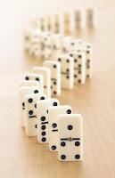 dominos debout