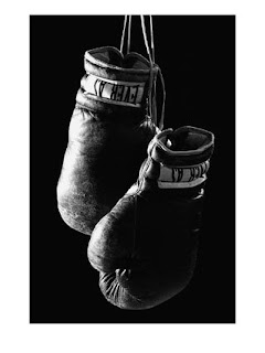gants de boxe raccrochés