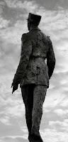 statue CDG Champs Elysées
