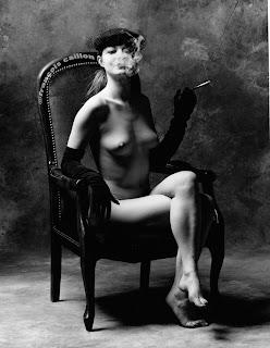 fumeuse nue © François Caillon