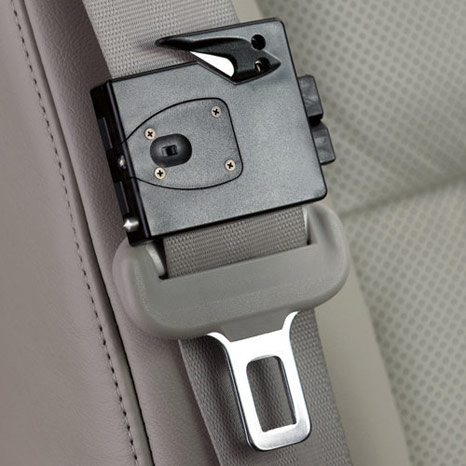 ExiTool: small gadget attached to the seat belt is used for emergencies