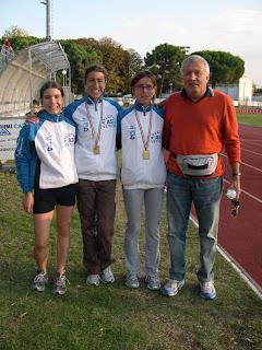 Roberta Tognon, Silvia Sommaggio e Giovanna Ricotta con il loro allenatore Franco Sommaggio
