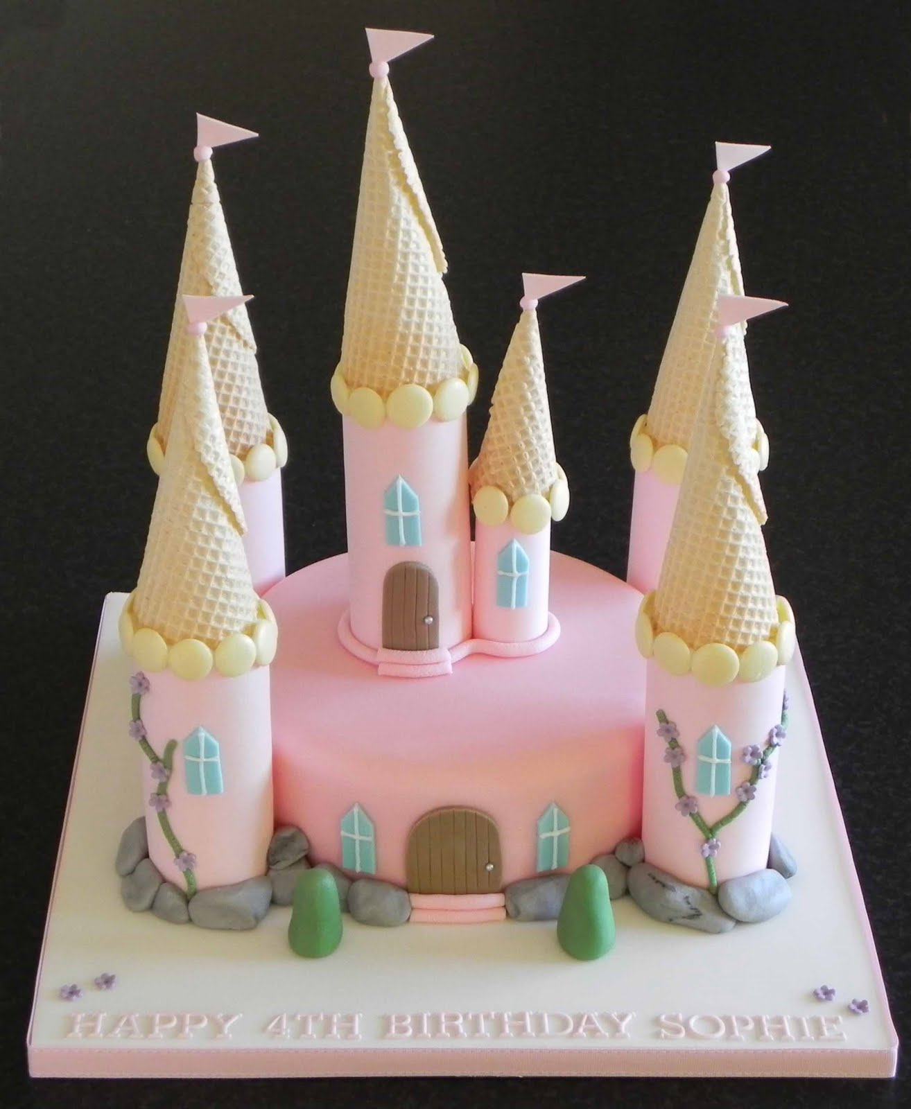 Easy Castle Cakes for Girls http://cakebylisaprice.blogspot.com/2010/11/princess-castle-cake.html