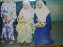 KEBAYA MADE IN 2000, PIC YEAR 2003
