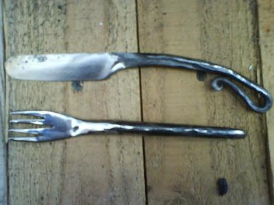 Et j'en profite aussi pour finir mes productions « brut de forge », et en faire de beaux couteaux prêt à l'emploi.