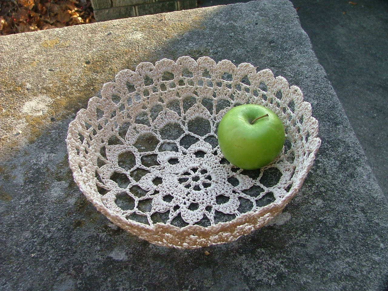 The Used Yarn Chronicles: Filigree Bowl--Cotton Thread Doubled