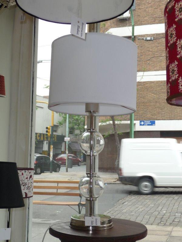 Iluluz iluminaci n lampara de mesa mod bochas de vidrio for Lamparas de mesa de cristal