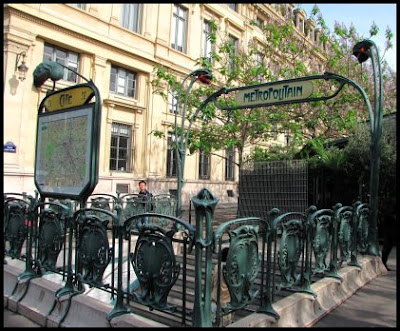 An entrance to the Paris Metro