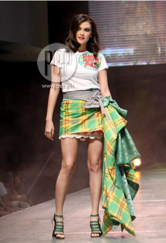 Whoever styled Angelica Panganiban in this derailed fashion runway