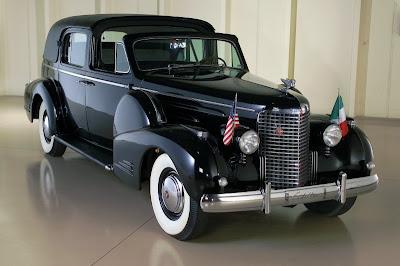 Modelos 1940 - 1949 Cadillac_90_Series_Town_Car