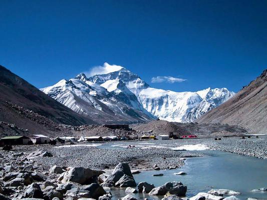 Подъем на эверест подешевел в два раза