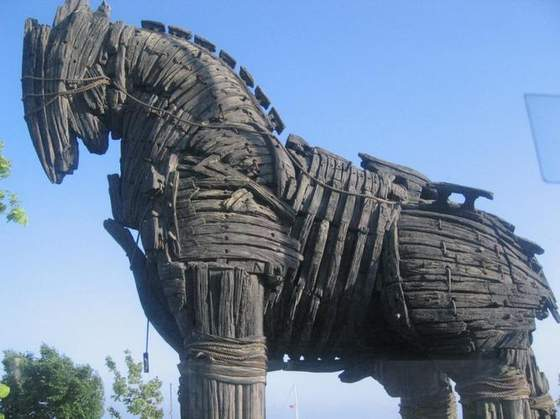 JB PIRES: Cavalo de Tróia - Um vírus animal
