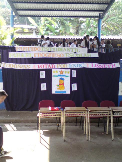 Celebrando la Contienda los Estudiantes de Octavo Grado