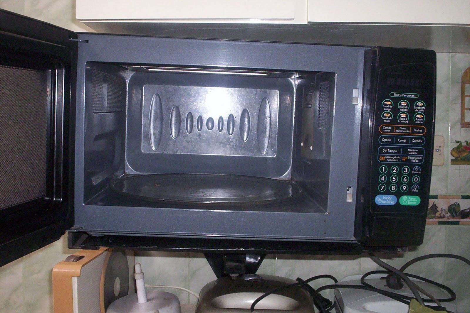como limpiar un microondas con lim n