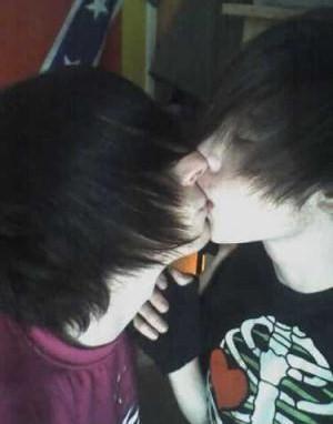 kissing emo