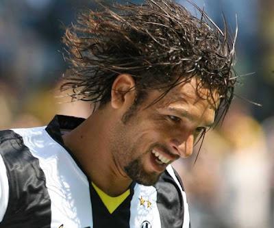 Amauri bacchetta la Juventus