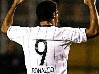 Ronaldo annuncia il ritiro