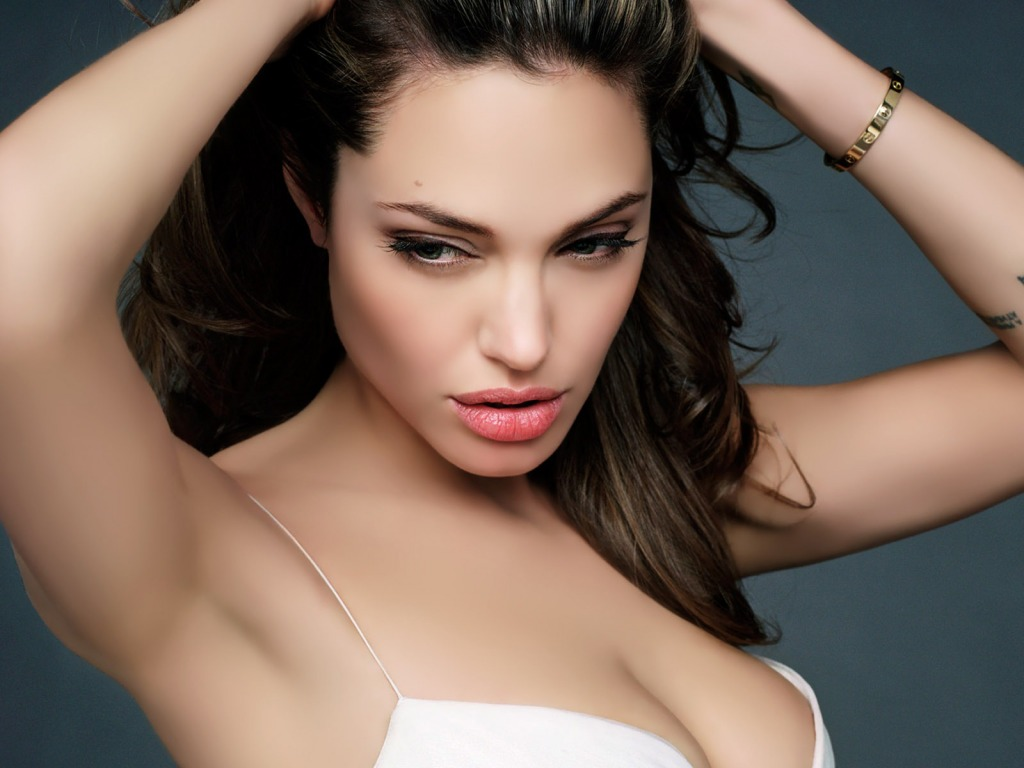 http://4.bp.blogspot.com/_7rGjBMc9Zic/TPY9BzS25DI/AAAAAAAAAJ4/HP9ritgdPpE/s1600/angelina-jolie-sexy-wallpaper-62--1024-x-768.jpg