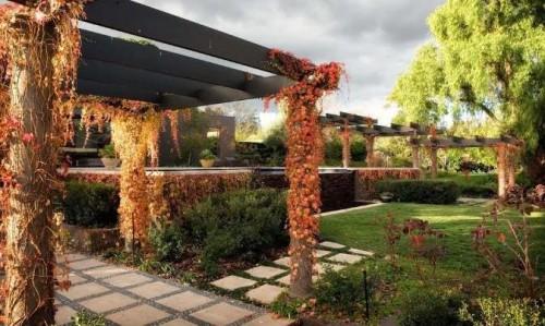 Home 39 s design romantic garden for Romantic patio ideas