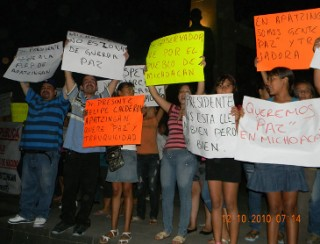 Marchan en Apatzingán para exigir salida de la Policía Fede MarchaI.quadratin.preview