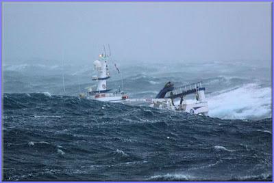 صور سفينة مخيفة Ship_in_a_storm_03
