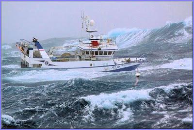 صور سفينة مخيفة Ship_in_a_storm_09
