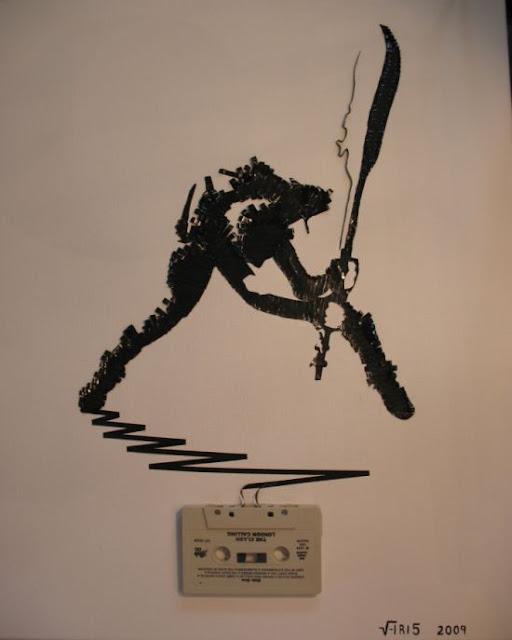 فنان موهوب جعل الصور الإبداعية باستخدام اشرطة الكاسيت والماء والرمل