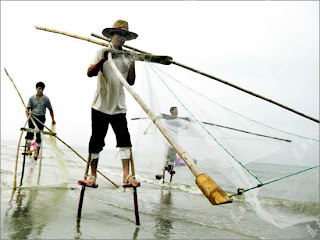 The Unique Stilt Fishermen - Sri  Lanka Seen On www.coolpicturegallery.net