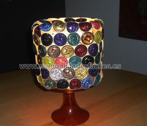 Manualidades con material reciclado lampara con c pasulas - Manualidades con lamparas ...
