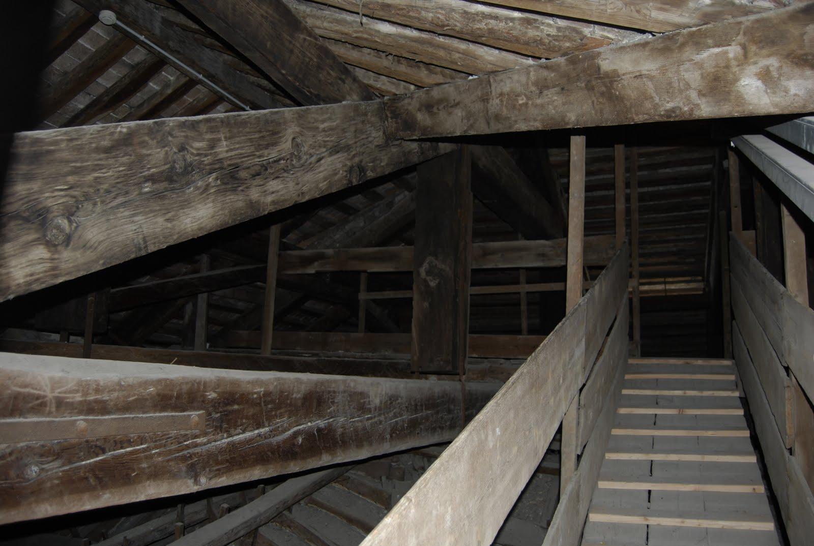 Sottotetto della chiesa dei frari for Illuminazione sottotetto legno