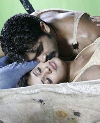 Nayanthara and Simbu unseen hot kissing still