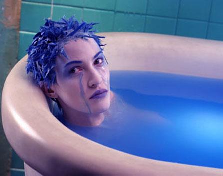 Фильм где девушка с синими и розовыми волосами