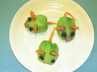 kiwi con fette di carote e smarties