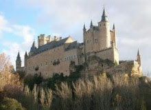 Visita el Alcazar de Segovia. Pincha en cualquiera de las imágenes para obtener información.