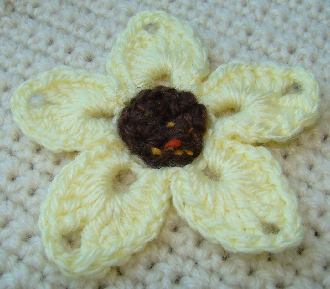 Crochet Yellow Flower Pattern : Crafts By Starlight: Crochet Flowers - Yellow Daisy