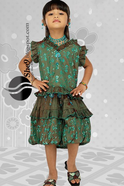 Preety2BLooks2Bfor2BKids2BwwwShe9blogspotcom - Beautiful Party Wear Kids Suits...