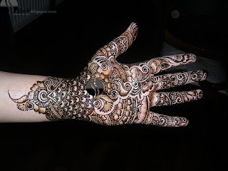 Simple Design of Mehndi for Casual