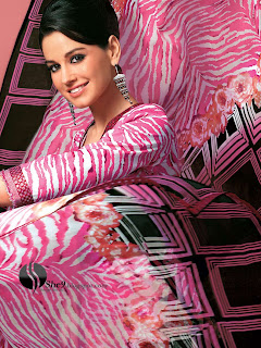Gul+Ahmed+Stylish+Design+www.She9.blogspot.com+%2816%29 More v neck and round neck shalwar kameez styles from Gul Ahmad