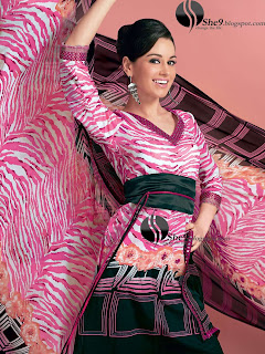 Gul+Ahmed+Stylish+Design+www.She9.blogspot.com+%2817%29 More v neck and round neck shalwar kameez styles from Gul Ahmad