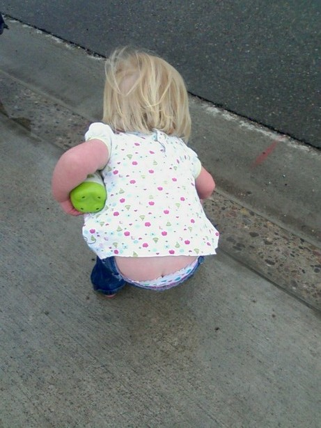 little girl but crack What is it with the butt crack and little girls? Do manufacturers not  understand what they are doing when they are making pants? It is sorta  cute, ...