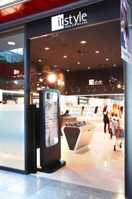 It style makeup milano nuovi punti vendita in italia for Punti vendita kiko milano