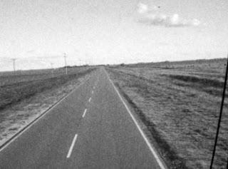 Al lado del camino.