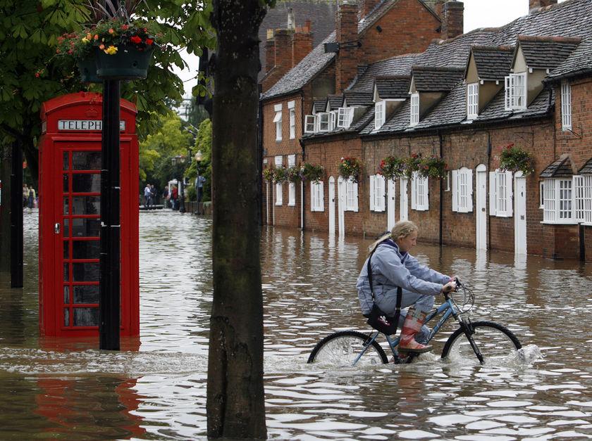 Flooding hits northern England
