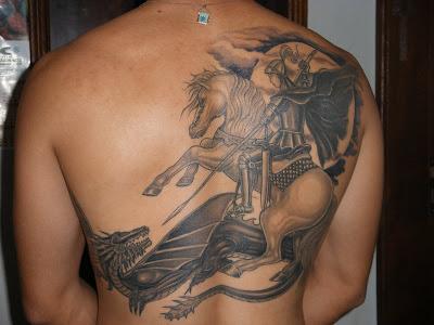 Tatuagem de São Jorge nas Costas