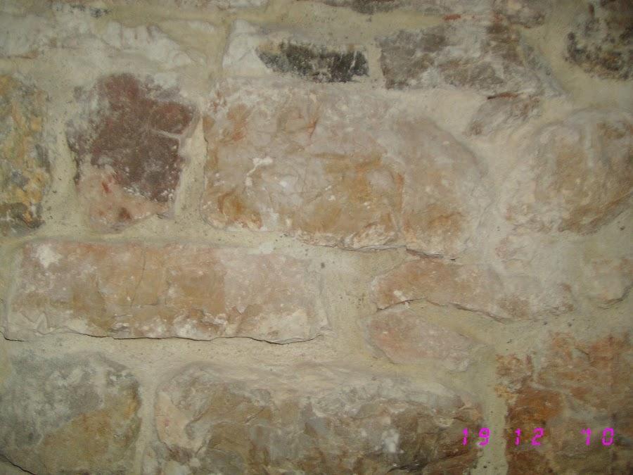 Paredes de piedra y retirada de adobes decoraci n - Decoracion de paredes de piedra ...