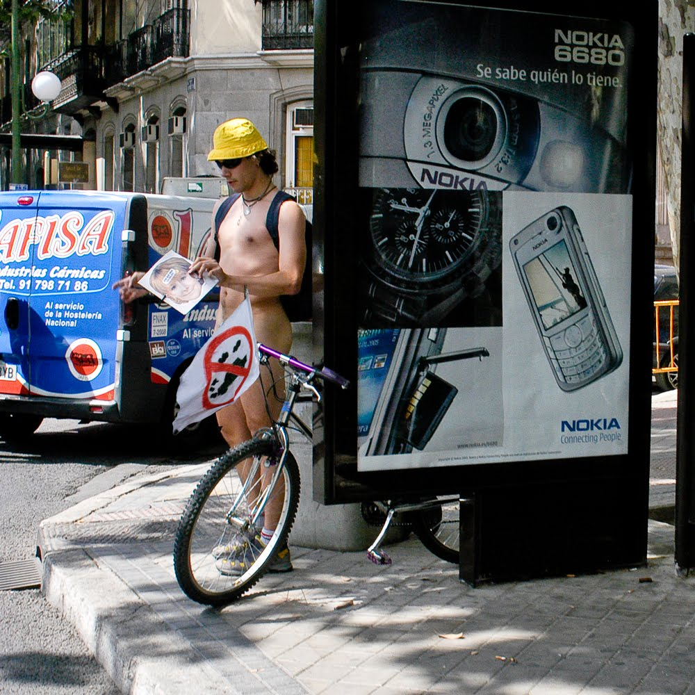 Ciclistas desnudos in Madrid - DPReview Entry