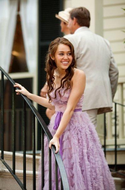 http://4.bp.blogspot.com/_8E7RsSamTJk/SwL7X0WsjJI/AAAAAAAAAOQ/HRL7QAQrfaE/s1600/The+Last+Song_promo+picture+Miley+(from+oceanup.com).jpg
