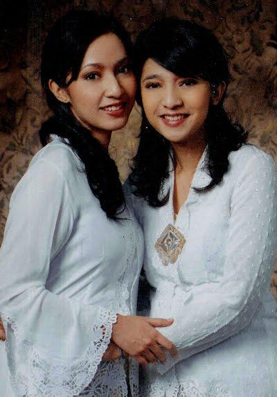 Dua anak Remaja Putri Kami